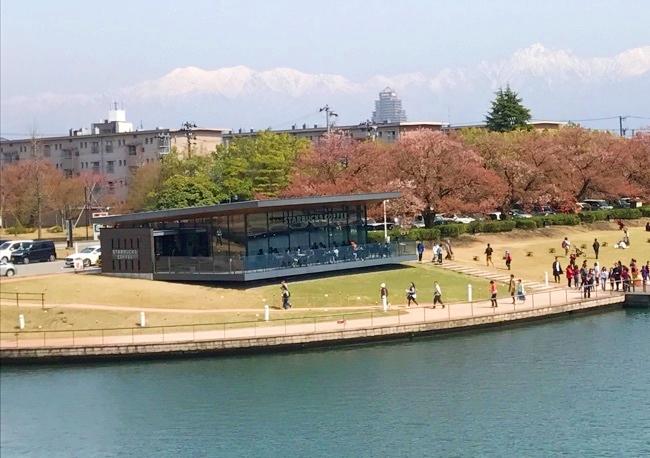世界一美しいスターバックスコーヒー 富山環水公園店