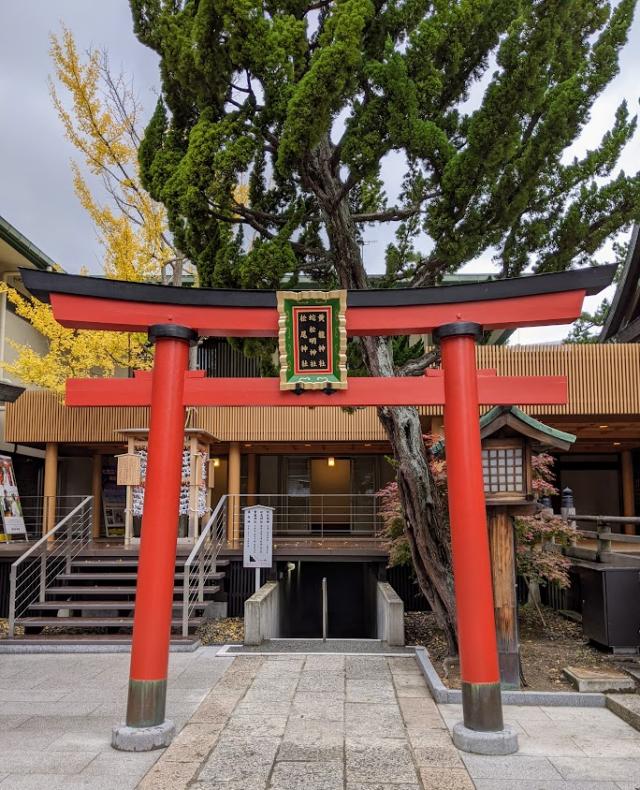 蛇松神社、黄龍神社、松尾神社へ向かう地下通路の入り口